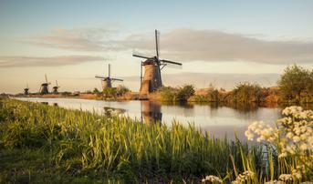 ทัวร์ยุโรป เยอรมัน เบลเยี่ยม เนเธอร์แลนด์ 10 วัน 7 คืน หมู่บ้านกังหันคินเดอร์ไดค์ ล่องเรือชมเมืองกีธูร์น บิน TG