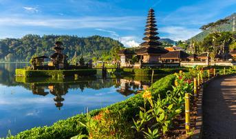 ทัวร์อินโดนีเซีย บรูไน 5 วัน 4 คืน วัดอูลันดานูบราตัน ทะเลสาบบราตัน ล่องเรือชมลิงจมูกยาว บิน BI