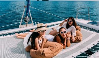 เที่ยวพัทยา 2 วัน 1 คืน ล่องเรือยอร์ชชมความงามท้องทะเลชลบุรี พักที่ A-One Royal Cruise Pattaya พร้อมบริการบุฟเฟต์ซีฟู้ดมื้อเย็น