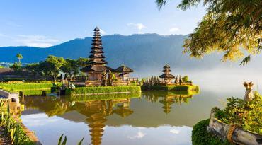 ทัวร์บรูไน อินโดนีเซีย 5 วัน 4 คืน วัดอูลันดานู มัสยิดทองคำ Jame Asr ล่องเรือชมหมู่บ้านกลางน้ำ บิน BI