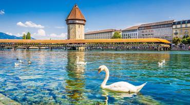 ทัวร์ยุโรป ออสเตรีย เยอรมัน สวิส 7 วัน 4 คืน ฮัลสตัท สะพานไม้ชาเปล ปราสาทนอยชวานสไตน์(ด้านหน้า) บิน EK